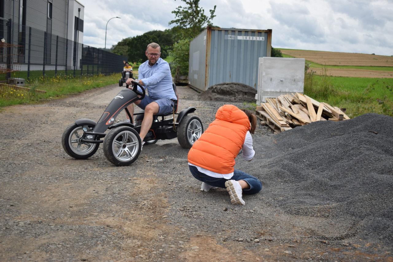 """""""Das macht mega Spaß"""": Erstes GOKARTWELT-Event rockt Romrod, Das Magazin bietet Gokart-Fahrspaß für jedes Alter."""